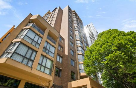 2 Bedroom Apartment/Condo in Vancouver at 902 488 HELMCKEN STREET